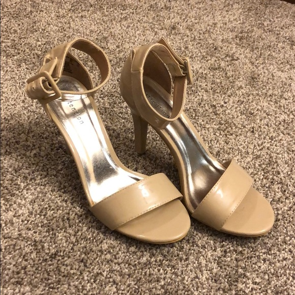 attention Shoes - Attention Nude Small Heel SZ 6 like new